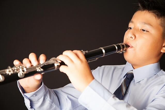 Child playing clarinet to fix overbite