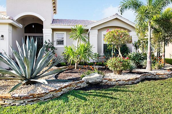 landscaping in front of Florida home