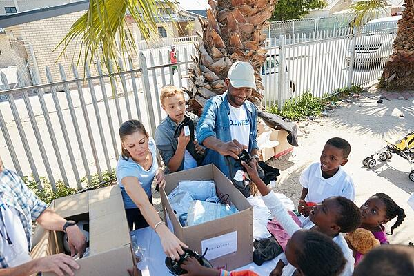 volunteers helping out on giving tuesday in miami